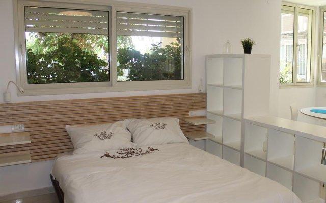 Апартаменты Beach And Park Apartment Тель-Авив комната для гостей