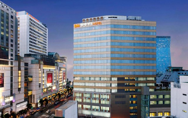 Отель Ibis Styles Ambassador Seoul Myeongdong Сеул вид на фасад