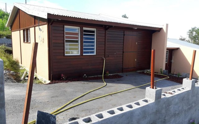 House With 2 Bedrooms in Petite-île, With Furnished Terrace - 5 km Fro