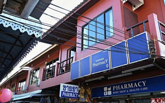 Отель Narakarn Hostel Таиланд, Остров Тау - отзывы, цены и фото номеров - забронировать отель Narakarn Hostel онлайн вид на фасад