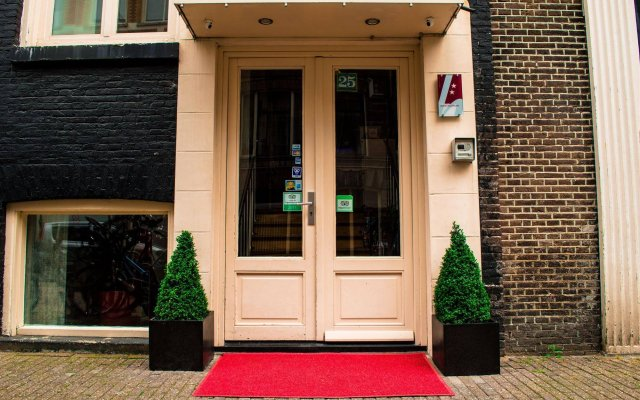 Amsterdam Downtown Hotel вид на фасад