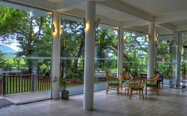 The Rain Tree Hotel вид на фасад
