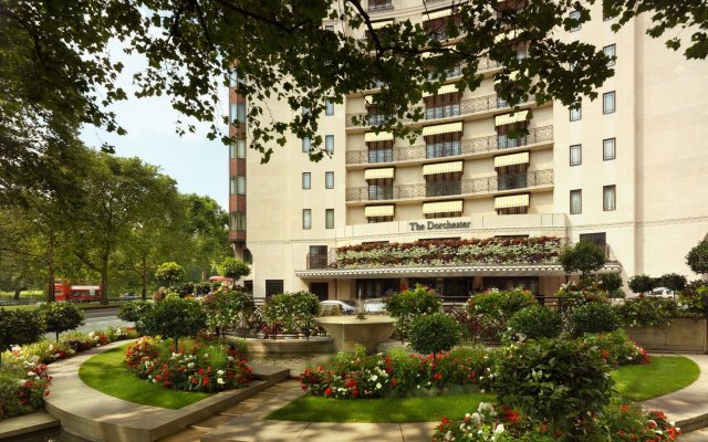 Отель The Dorchester - Dorchester Collection вид на фасад