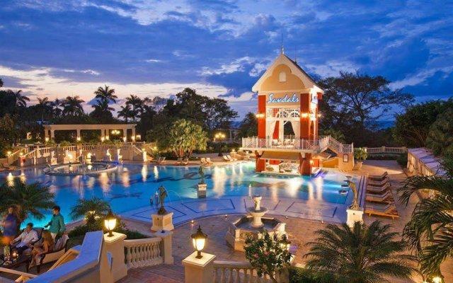 Отель Sandcastles Jamaica Beach Resort Ocho Rios вид на фасад