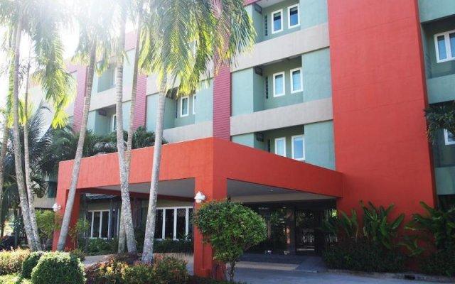 Phuket Ecozy Hotel вид на фасад