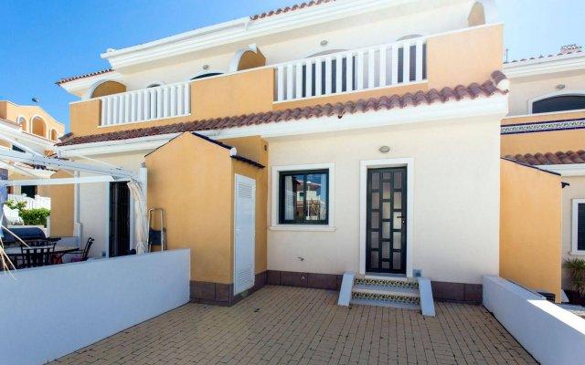 Отель Villa Bennecke Oasis Рохалес вид на фасад