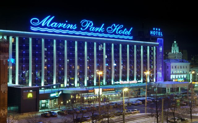 Гостиница Маринс Парк в Екатеринбурге - забронировать гостиницу Маринс Парк, цены и фото номеров Екатеринбург вид на фасад
