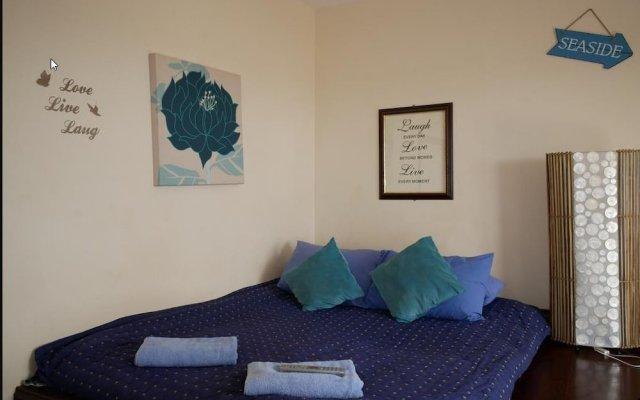 Отель Gather Inn комната для гостей