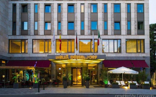 Отель Meliá Düsseldorf Германия, Дюссельдорф - 1 отзыв об отеле, цены и фото номеров - забронировать отель Meliá Düsseldorf онлайн вид на фасад