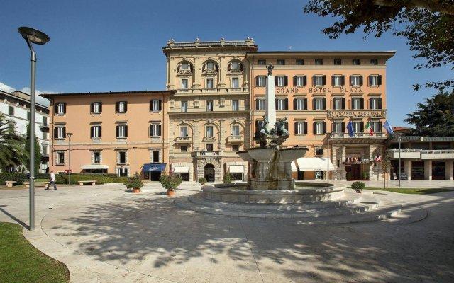 Grand Hotel Plaza & Locanda Maggiore вид на фасад