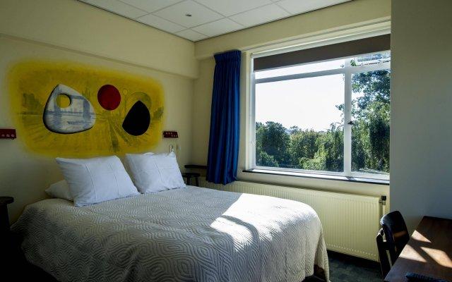 Отель Pension Homeland Амстердам комната для гостей
