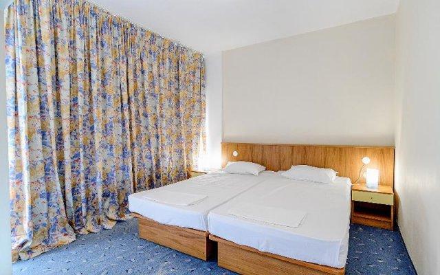 Отель International House of Journalists Золотые пески комната для гостей