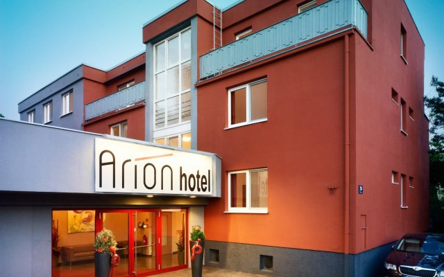 Arion Airport Hotel вид на фасад