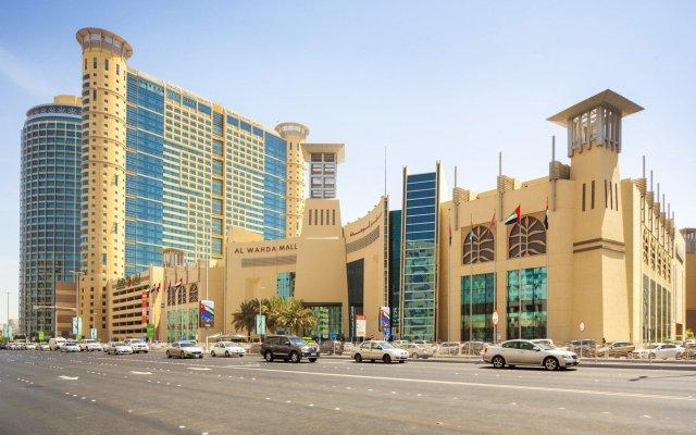 Отель Grand Millennium Al Wahda вид на фасад