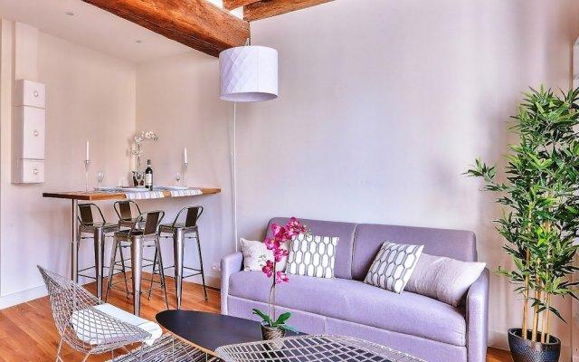 Апартаменты Amazing Apartment Close to Notre Dame Париж комната для гостей