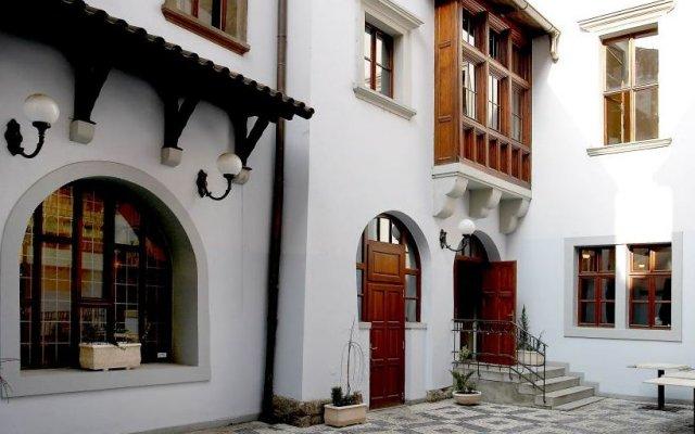 Отель Old Town Residence вид на фасад