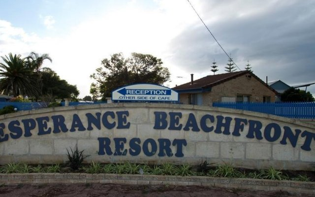 Отель Esperance Beachfront Resort вид на фасад