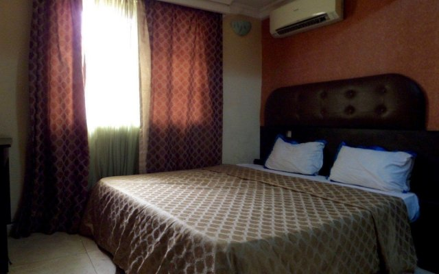 Отель Easy Home Royal Suite комната для гостей