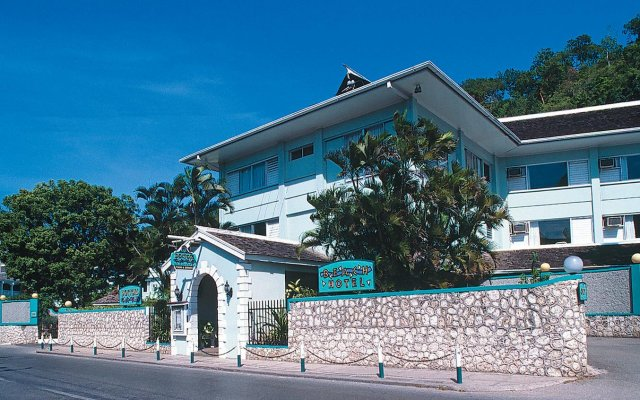 Отель Doctors Cave Beach Hotel Ямайка, Монтего-Бей - отзывы, цены и фото номеров - забронировать отель Doctors Cave Beach Hotel онлайн вид на фасад