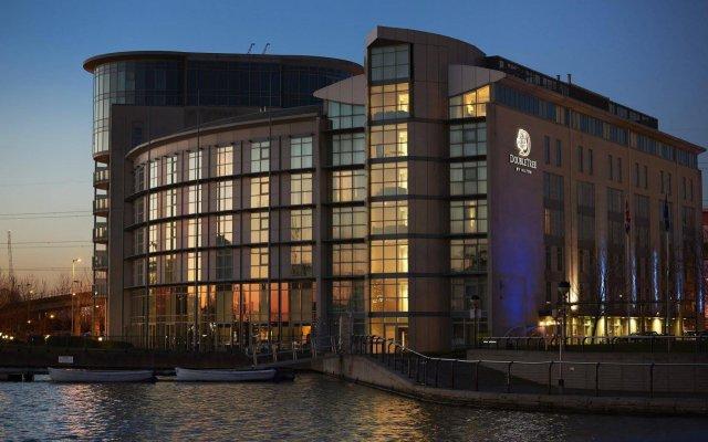 Отель DoubleTree By Hilton London Excel вид на фасад