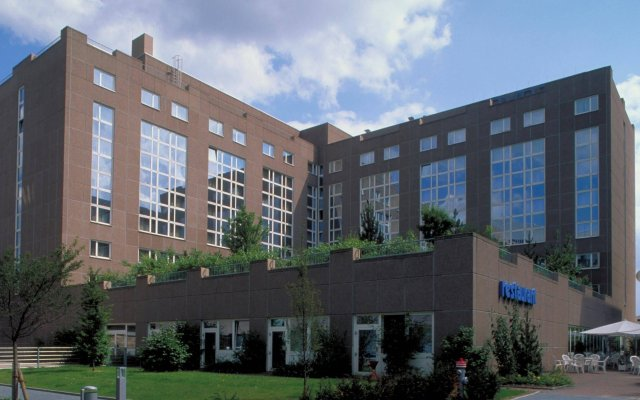 Отель Novotel Frankfurt City вид на фасад