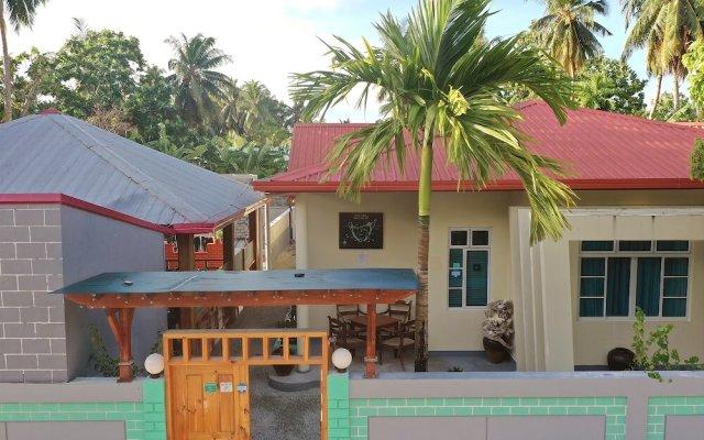 Отель Charming Holiday Lodge Мальдивы, Хулхудху (Атолл Адду) - отзывы, цены и фото номеров - забронировать отель Charming Holiday Lodge онлайн Хулхудху (Атолл Адду) вид на фасад