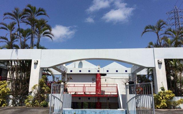 Отель Surfside Bed & Breakfast Центр Окинавы вид на фасад