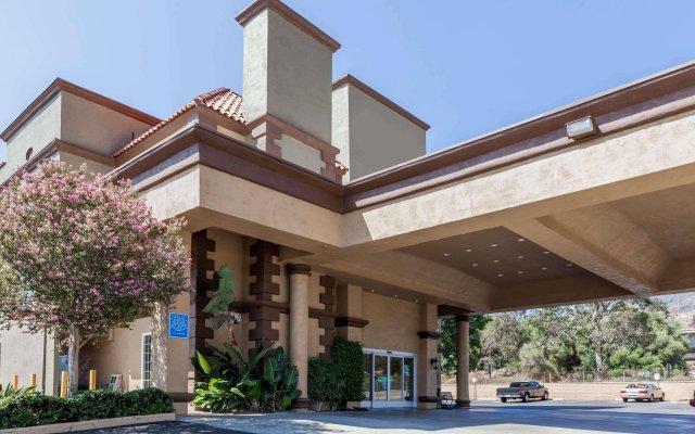 Отель Travelodge by Wyndham Sylmar CA США, Лос-Анджелес - отзывы, цены и фото номеров - забронировать отель Travelodge by Wyndham Sylmar CA онлайн вид на фасад