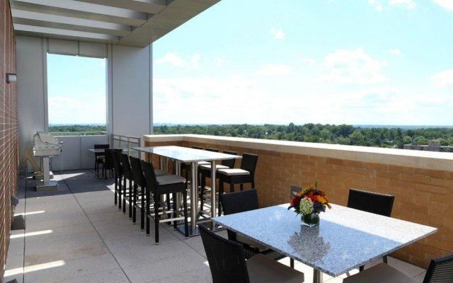 Отель Luxury Apartments at The Bainbridge Bethesda США, Бетесда - отзывы, цены и фото номеров - забронировать отель Luxury Apartments at The Bainbridge Bethesda онлайн балкон