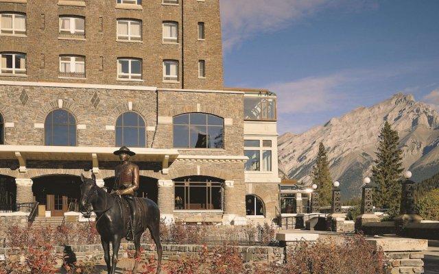Отель Fairmont Banff Springs вид на фасад