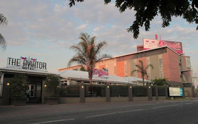 Отель Aviator OR Tambo