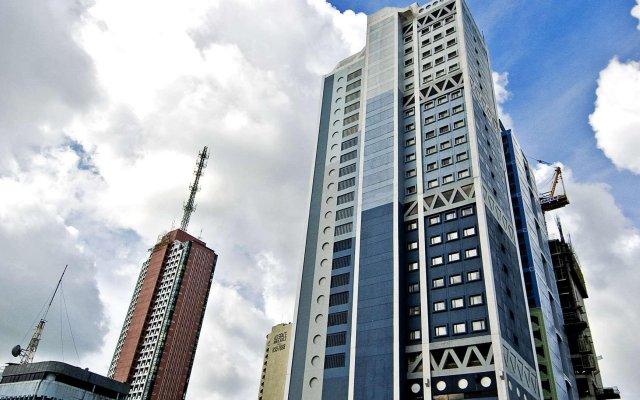 Отель Berjaya Makati Hotel Филиппины, Макати - отзывы, цены и фото номеров - забронировать отель Berjaya Makati Hotel онлайн вид на фасад