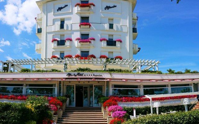 Отель Atlantic Италия, Риччоне - отзывы, цены и фото номеров - забронировать отель Atlantic онлайн вид на фасад