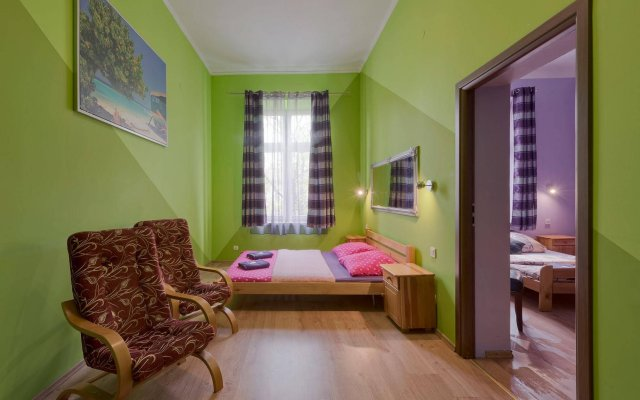 Отель Hostel 70s and Queen Apartments Польша, Краков - 2 отзыва об отеле, цены и фото номеров - забронировать отель Hostel 70s and Queen Apartments онлайн комната для гостей