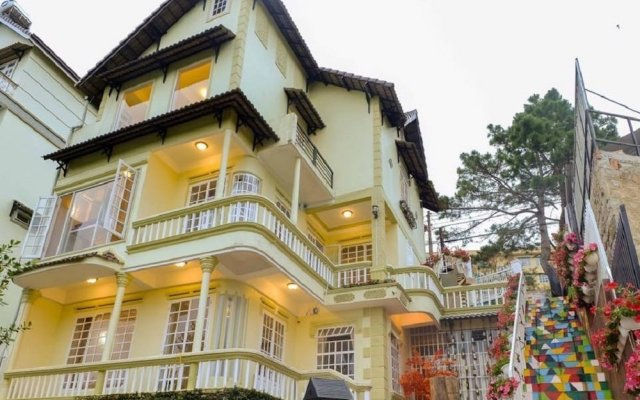 Отель Bonjour Homestay Далат вид на фасад