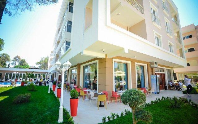 Отель Sandy Beach Resort вид на фасад