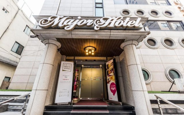 Major Hotel вид на фасад