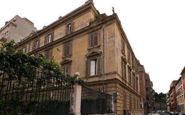 Отель Domus Colosseo