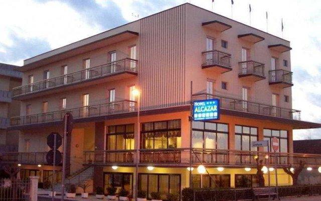 Отель Alcazar Италия, Римини - отзывы, цены и фото номеров - забронировать отель Alcazar онлайн вид на фасад