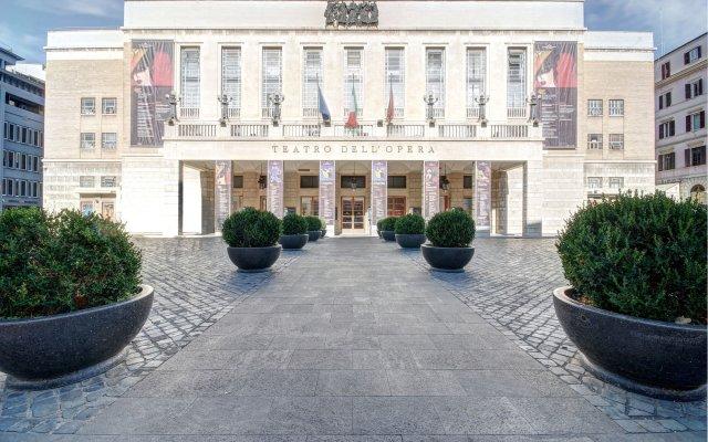 Отель Opera Dreams вид на фасад