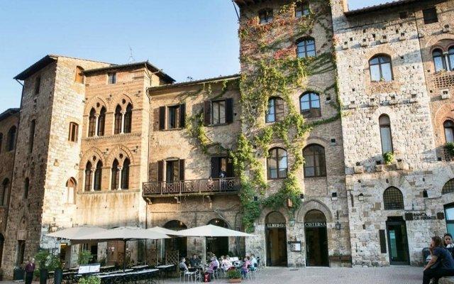 Отель La Cisterna Италия, Сан-Джиминьяно - 1 отзыв об отеле, цены и фото номеров - забронировать отель La Cisterna онлайн вид на фасад