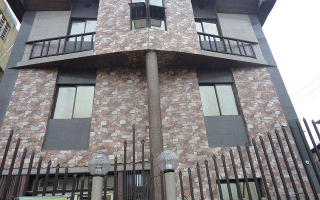 Peaceland Hotel LTD вид на фасад