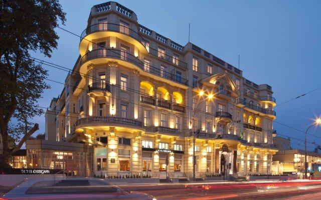 Отель Austria Trend Parkhotel Schönbrunn вид на фасад