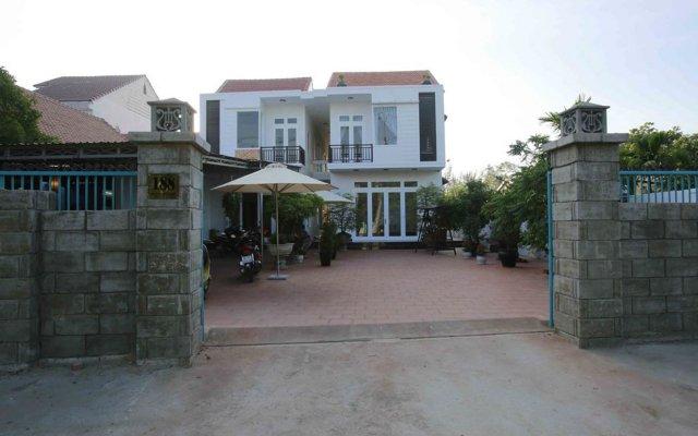 Basil Homestay and Hostel вид на фасад