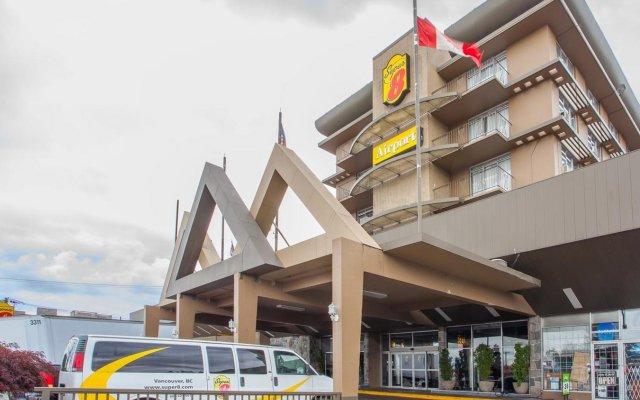Отель Super 8 Vancouver Канада, Ванкувер - отзывы, цены и фото номеров - забронировать отель Super 8 Vancouver онлайн вид на фасад
