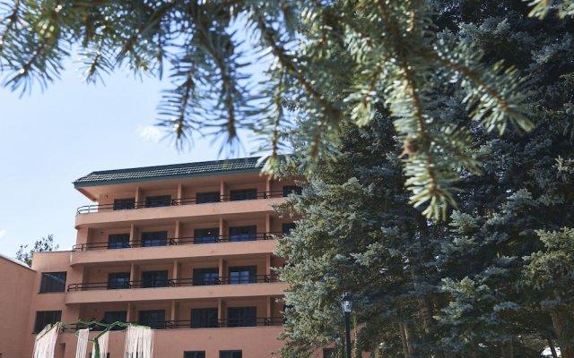 Отель Nairi SPA Resorts Hotel Армения, Анкаван - отзывы, цены и фото номеров - забронировать отель Nairi SPA Resorts Hotel онлайн вид на фасад