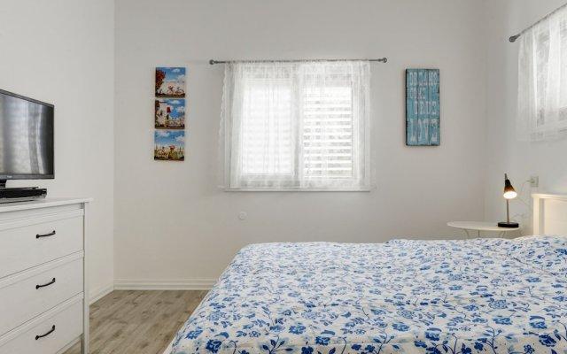 1 Bedroom Apartment With Balcony Израиль, Тель-Авив - отзывы, цены и фото номеров - забронировать отель 1 Bedroom Apartment With Balcony онлайн комната для гостей