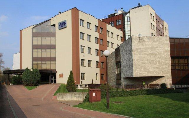 Отель Centrum Konferencyjne IBIB PAN вид на фасад