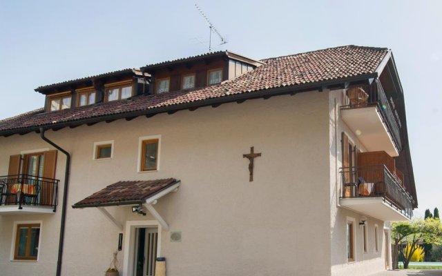 Отель Garni Gartenheim Кальдаро-сулла-Страда-дель-Вино вид на фасад