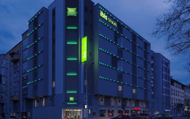 Отель ibis Styles Lyon Confluence вид на фасад
